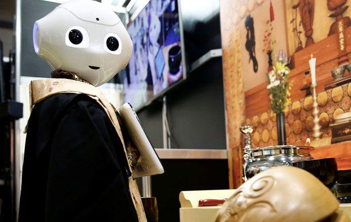 robot priester